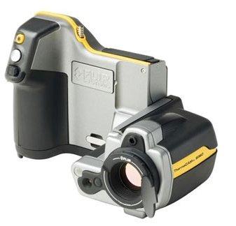 Für eine aussagekräftige Thermografie der Außenwände wird eine Thermografiekamera mit einer Auflösung von mindestens 360 x 240 Pixeln benötigt