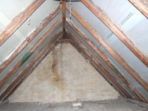 Zur Dämmung vorgesehenes Dach mit einer einer dafür ungeeigneten Unterspannbahn (hoher sd-Wert)
