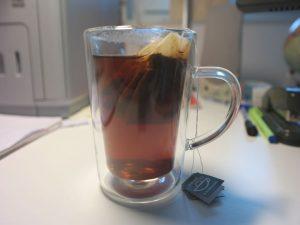 Doppelwandiges Teeglas zur Vermeidung einer Wärmebrücke