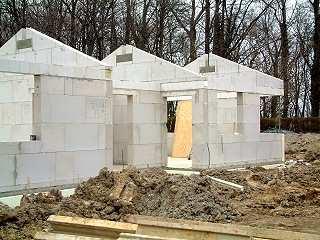 Neubau mit großformatigen Kalksandsteinen