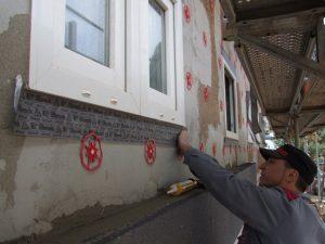 Luft- und windichter Einbau von Fenstern