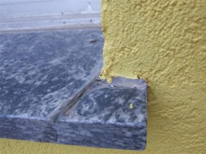 fehlende Wasserableitungsnut kann durch Silikonnaht nicht kompensiert werden