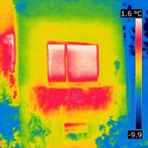 Wirkung einer Heizkörpernische, aufgenommen mit einer Thermografiekamera