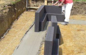 Glasschaumplatten für Dämmung der Bodenplatte, Foto: Glapor