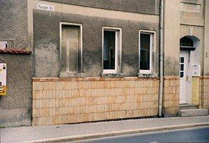 """Feuchte Wände durch fehlerhafte Sanierung (""""weitergetriebener"""" Schaden infolge aufsteigender Feuchte)"""