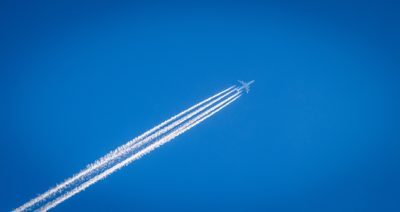 Kondensstreifen eines Flugzeuges (Bild von Free-Photos auf pixabay.com)