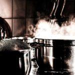 Beim Kochen wird viel Wasserdampf freigesetzt (Bild von Melanie Feuerer auf pixabay.com)