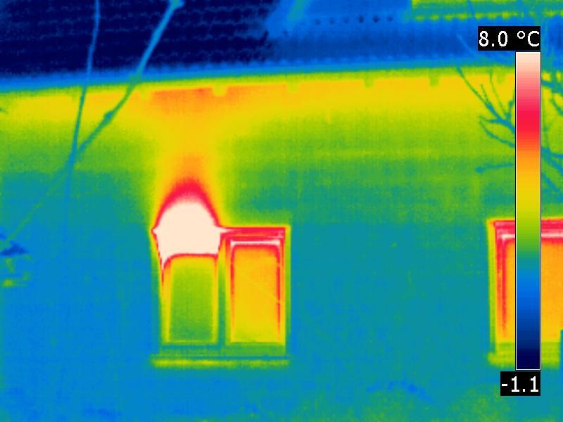 Thermogramm der Wärmeverluste eines Fensters bei Kipplüftung